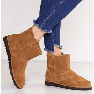 UGG CLASSIC UNLINED MINI BOOTIE